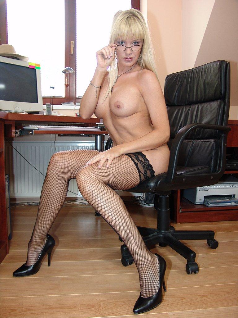 фото голых секретарш в чулках